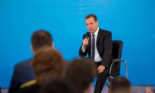 Медведев: Развитие малого и среднего бизнеса - по-прежнему актуальная задача