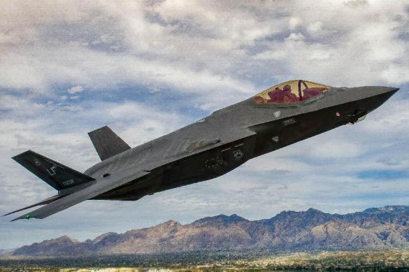 «Надежда» ВВС США: истребитель F-35 потерял деталь вовремя тестов