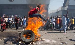 Гаитяне требуют остановить Обаму