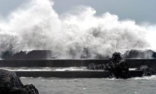 "Японские авиакомпании отменяют сотни рейсов из-за тайфуна ""Лайонрок"""