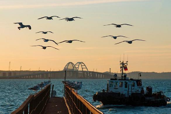 На Крымском мосту появилось место исполнения желаний