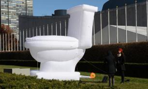 Первый туалет - с улицы прессы
