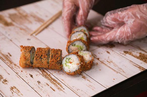 Роспотребнадзор закрыл 63 суши-ресторана за жуткую антисанитарию