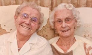 Рыба и алкоголь – любимые продукты  для 102-летних близняшек