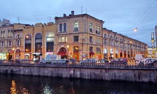 Суд Петербурга арестовал историческое здание Малого гостиного двора