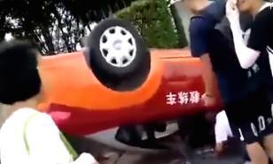 Китаянка перевернула автомобиль на восьмой попытке сдать на права
