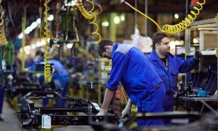 """""""ГАЗ"""" сокращает зарплаты работников из-за санкций и падающего рынка"""