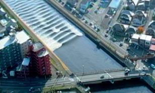 Японию накрыло ударами землетрясения и цунами