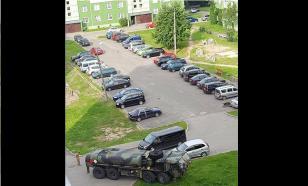 Парковку в рижском микрорайоне облюбовал бензовоз ВС США
