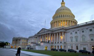 """В конгрессе обвинили Белый дом в """"предательстве демократии"""""""