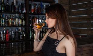 Медики объяснили, почему женщинам следует отказаться от алкоголя