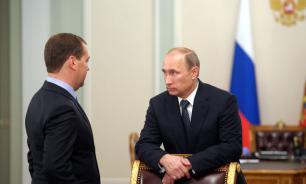 Кремль: Путин и Медведев стараются не покидать Россию одновременно