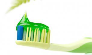 Новая зубная паста с красителем для более эффективной чистки зубов