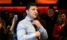 Штаб Порошенко обвинили в публикации видео, где Зеленского сбивает фура