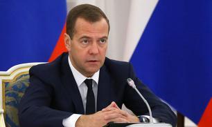 Медведев рассказал о демонстрирующих хамство единороссах