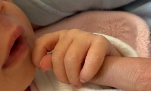 Квят показал новорожденную дочь