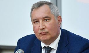 России не стоит участвовать в новой лунной гонке - Рогозин