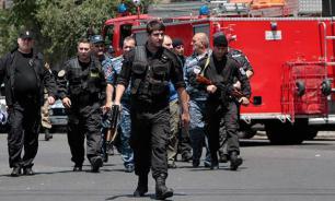 Вооруженная группа в Ереване выпустила двоих заложников