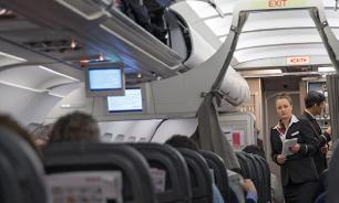 Паника в самолете: пассажиры выпрыгивали после шутки о бомбе
