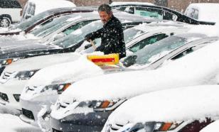 """В Риге из-за снегопада действуют """"снежные билеты"""" для автовладельцев"""