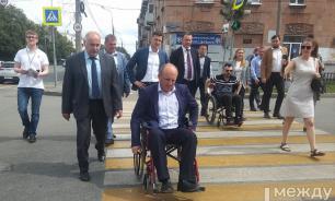 Мэр Тагила вынудил чиновников проехать по городу на инвалидных колясках
