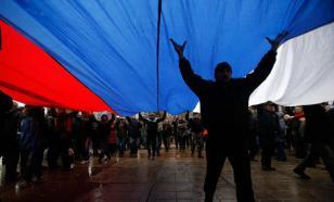 Социологи: Флаг России есть у каждого второго гражданина страны