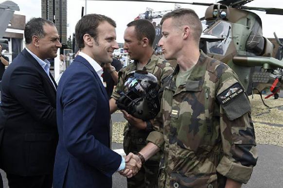 Не служил - не мужик: во Франции вернут призыв в армию