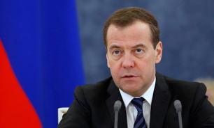 Медведев пошутил про отсутствие вице-премьеров на совещании