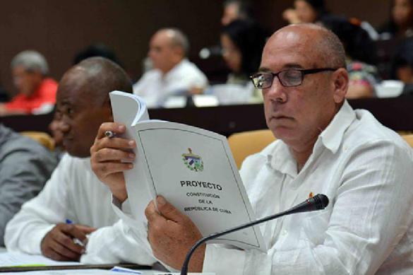 Куба: новая Конституция разрешит олигархов и президента