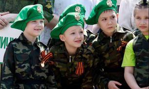 """""""Движение школьников"""" поможет воспитанию детей в духе традиций - депутат"""
