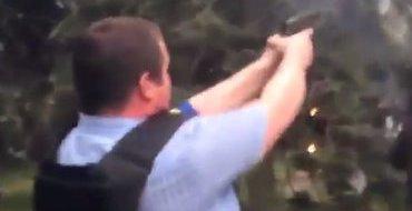 В социальных сетях разыскивают подонка, стрелявшего в Дом профсоюзов