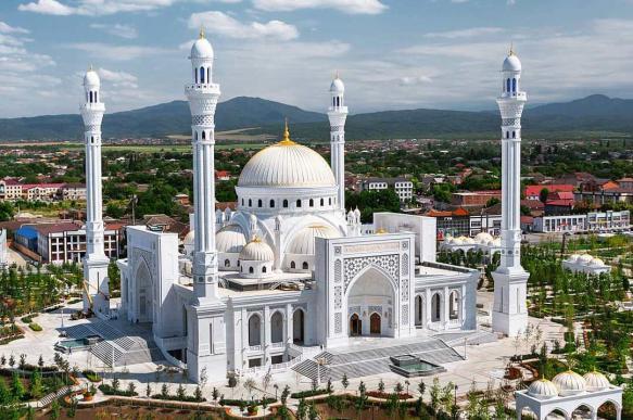 Крупнейшей мечети Европы дали имя пророка, а не Кадырова