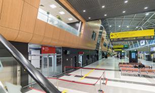 В аэропорту Казани установили робота, размахивающего флагом Татарстана