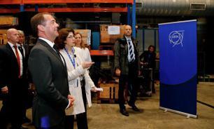Премьер-министр России посетил Большой адронный коллайдер