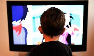 Опроc: Россияне снимают стресс перед телевизором