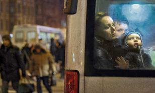 В Челябинске из движущейся маршрутки выпали девушка и ребенок