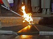 Школьники в Тульской области пожарили картошку на Вечном огне и сожгли венки, возложенные к юбилею Победы