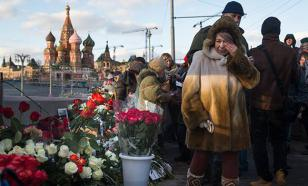 """СМИ: Организаторы """"Марша памяти Немцова"""" избили старика за отказ славить Украину"""