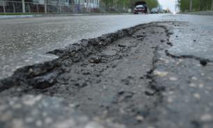 Пенсионера из Перми оштрафовали за доски, которыми он накрыл ямы на дороге