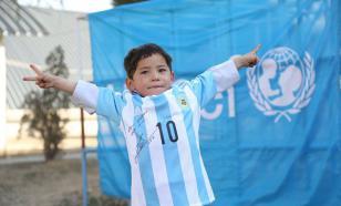 """5-летний афганский мальчик """"взорвал"""" интернет и покорил Лионеля Месси"""