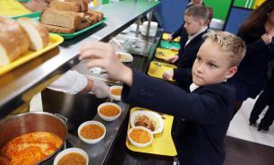 Кабмин поддержал законопроект об обязательном горячем питании в школах