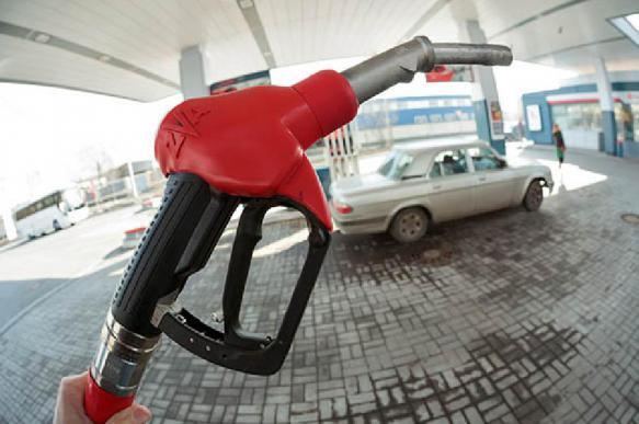 Недовольных ценами на бензин приглашают лечь на рельсы