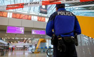 """Саперы аэропорта в Женеве проверяют лайнер """"Аэрофлота"""""""