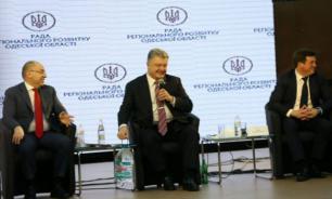 Соцсети высмеяли фото Порошенко с пятилитровой бутылью