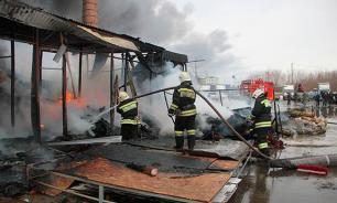 Пожар на складе Петербурга потушен на третьи сутки