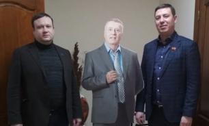 Из здания горсовета Красноярска неизвестные украли картонную фигуру Жириновского