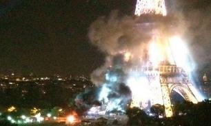 Эйфелева башня горит. Рядом - три взрыва