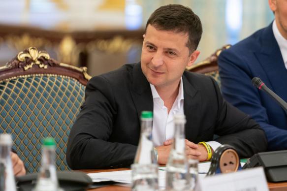 """Зеленский отказался считать Украину """"обслуживающим персоналом США"""""""