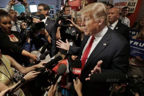 Журналист в США подаст в суд на Белый дом из-за лишения аккредитации