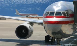 Авиапассажир-астматик в Малаге выскочил через аварийный выход самолета на крыло подышать